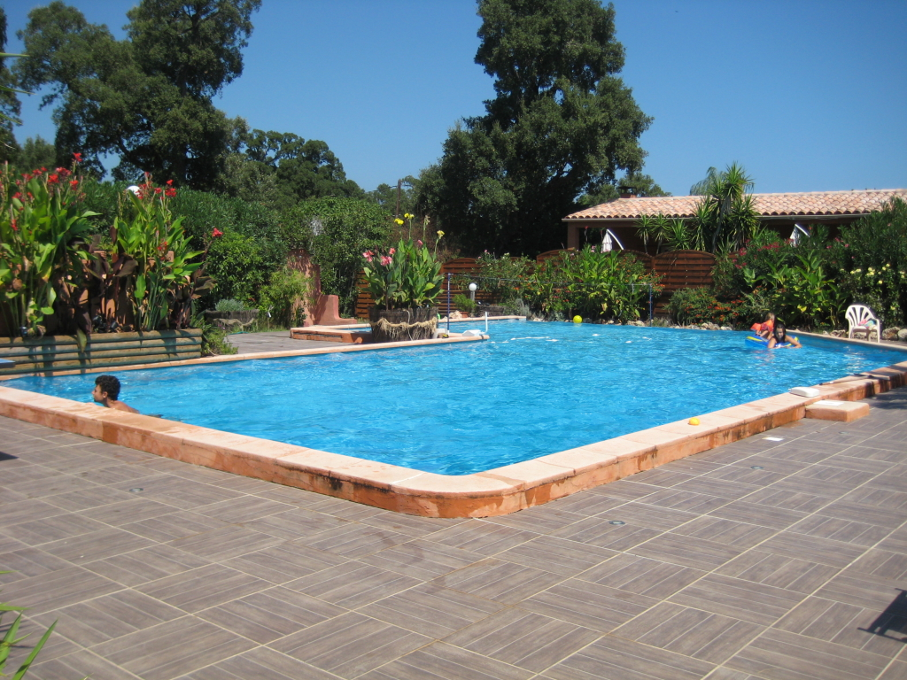 Location villa yucca en corse du sud for Alarme piscine debordement