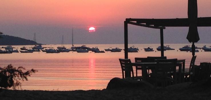 Coucher de soleil à la plage de Pinarello en Corse du Sud