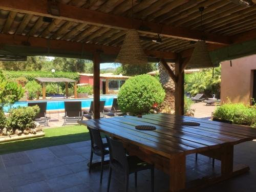 cuisine_terrasse_ete_yucca_villa_corse (1)